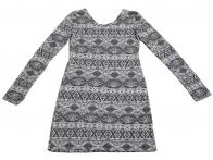Колоритное женственное платье с жаккардовым орнаментом