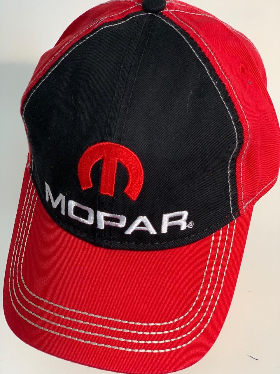 Комбинированная красно-черная бейсболка MOPAR