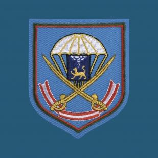 Комфортная бирюзовая футболка с вышитой эмблемой ВДВ 104 ПДП