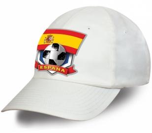 Белая бейсболка фаната сборной Испании