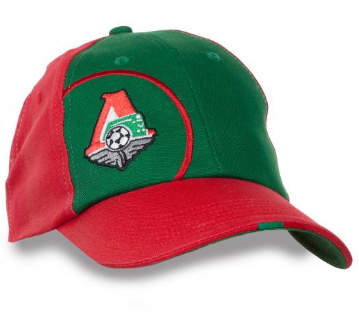 Контрастная кепка для любителей футбола.