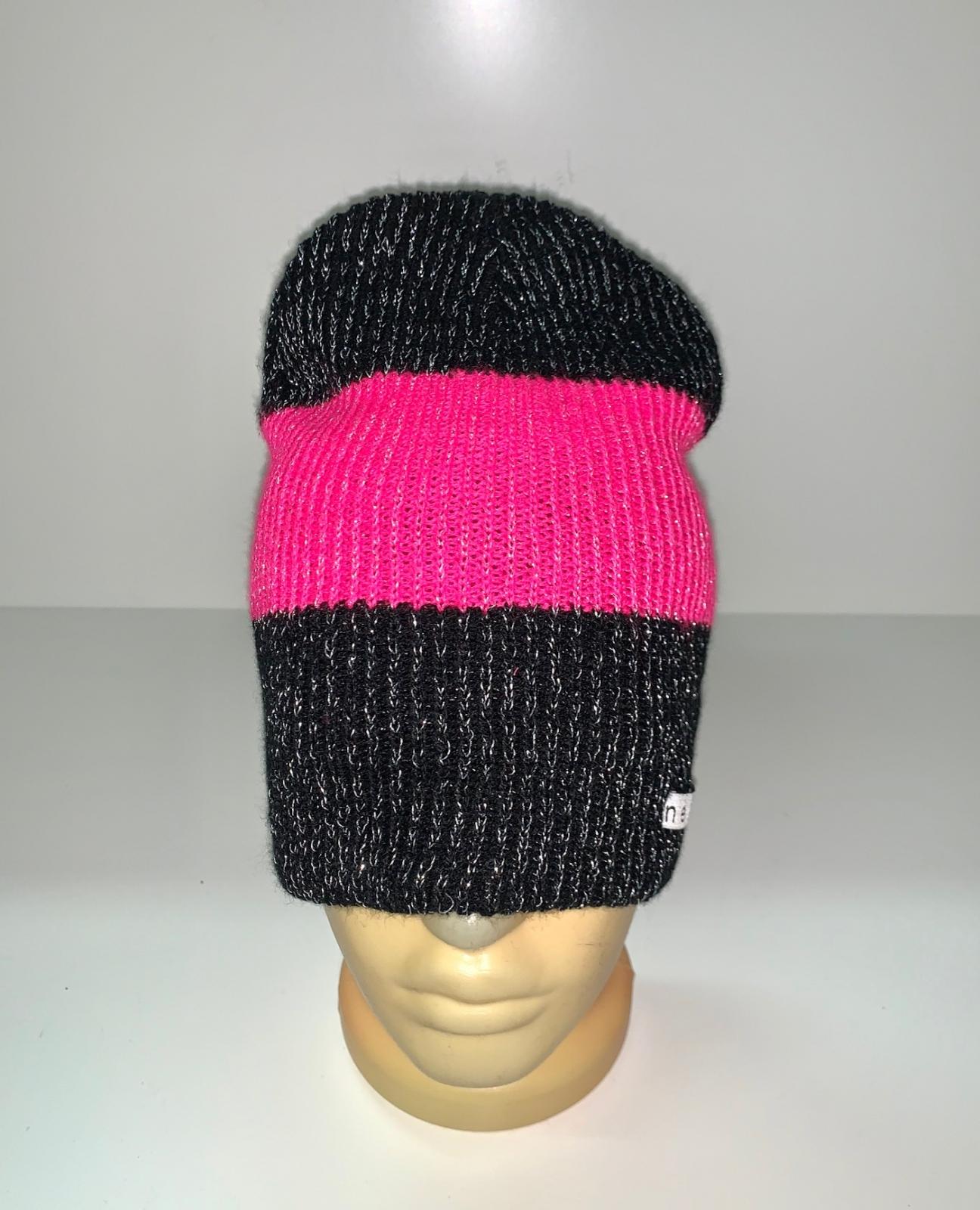 Контрастная стильная шапка