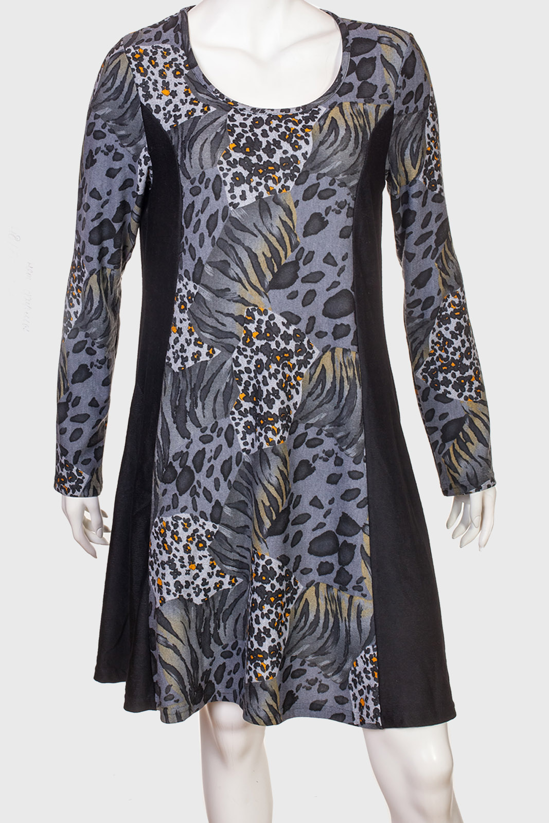 Контурирующее платье по колено с микс-принтом