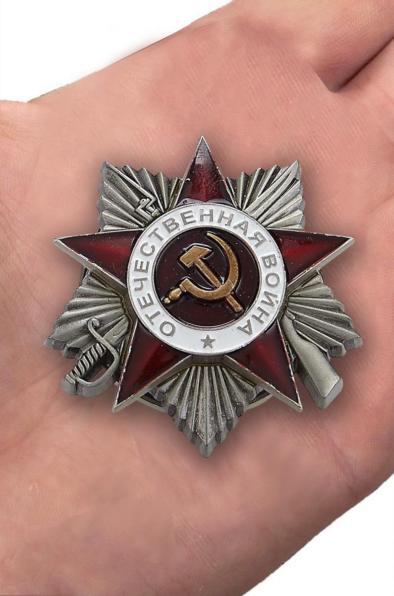 Орден Отечественной войны 2 степени (муляж) - вид на ладони
