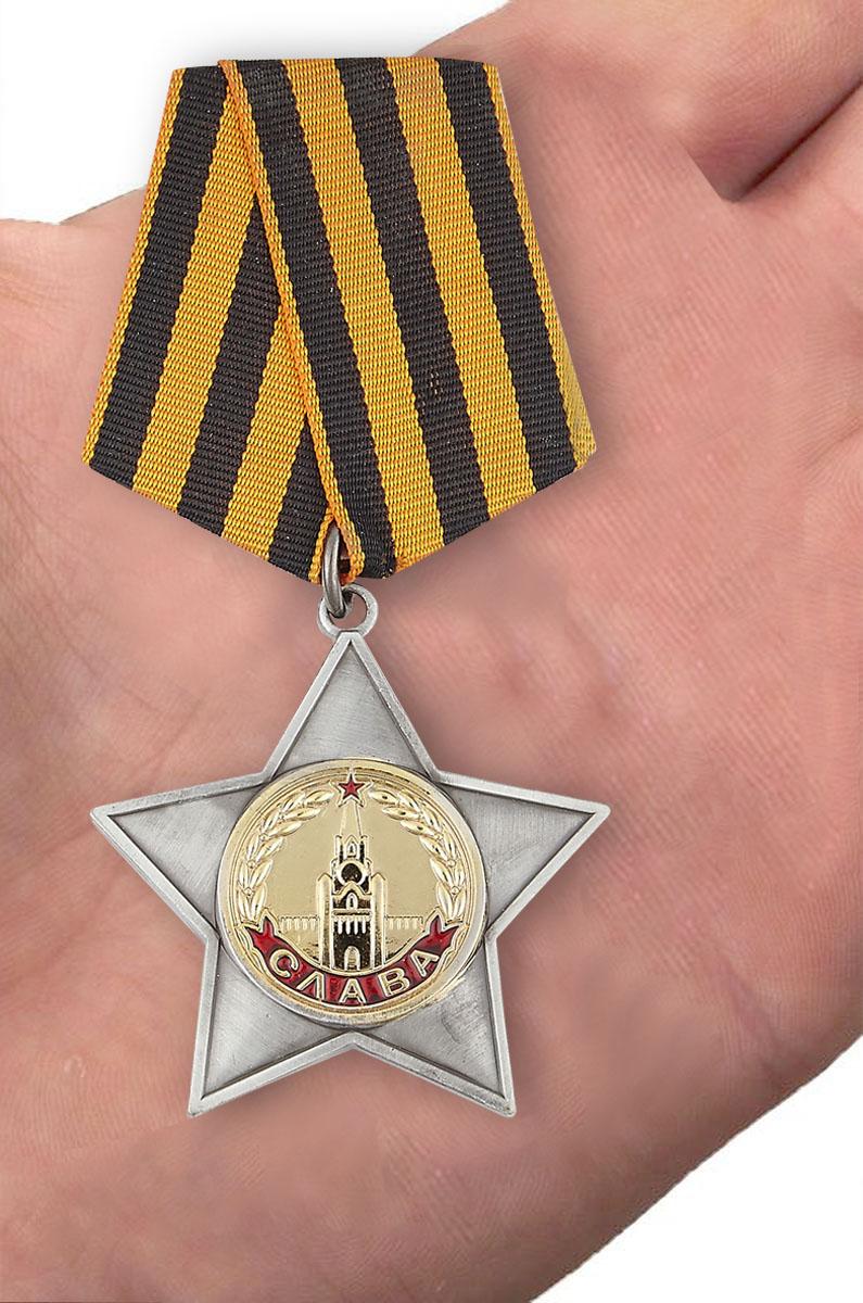 Орден Славы 2 степени (муляж) - вид на ладони