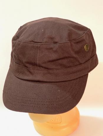 Коричневая кепка-немка с металлическими люверсами