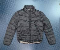 Короткая женская куртка черного цвета