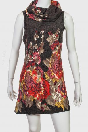 Короткое платье-трапеция.
