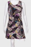 Короткое платье-трапеция без рукавов