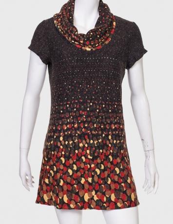 Короткое платье-трапеция с хомутом