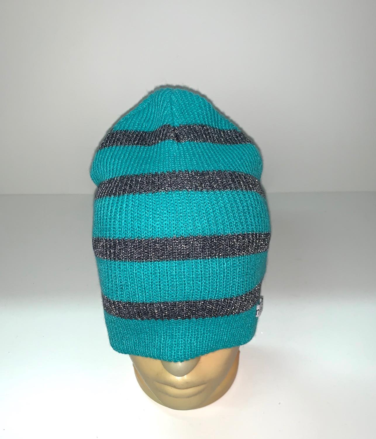 Красивая шапка в полоску