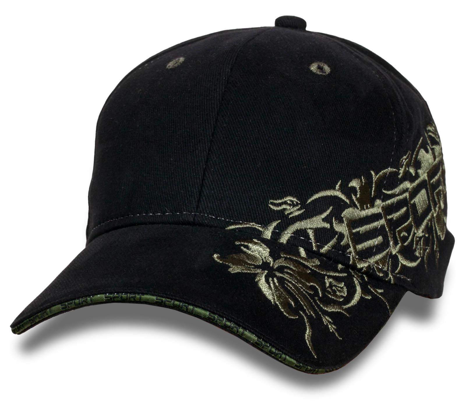 Красивая женская кепка с вышивкой.