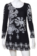 Красивое черное мини-платье