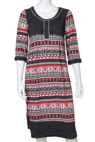 Красивое платье с рукавом 3/4 и зимним принтом