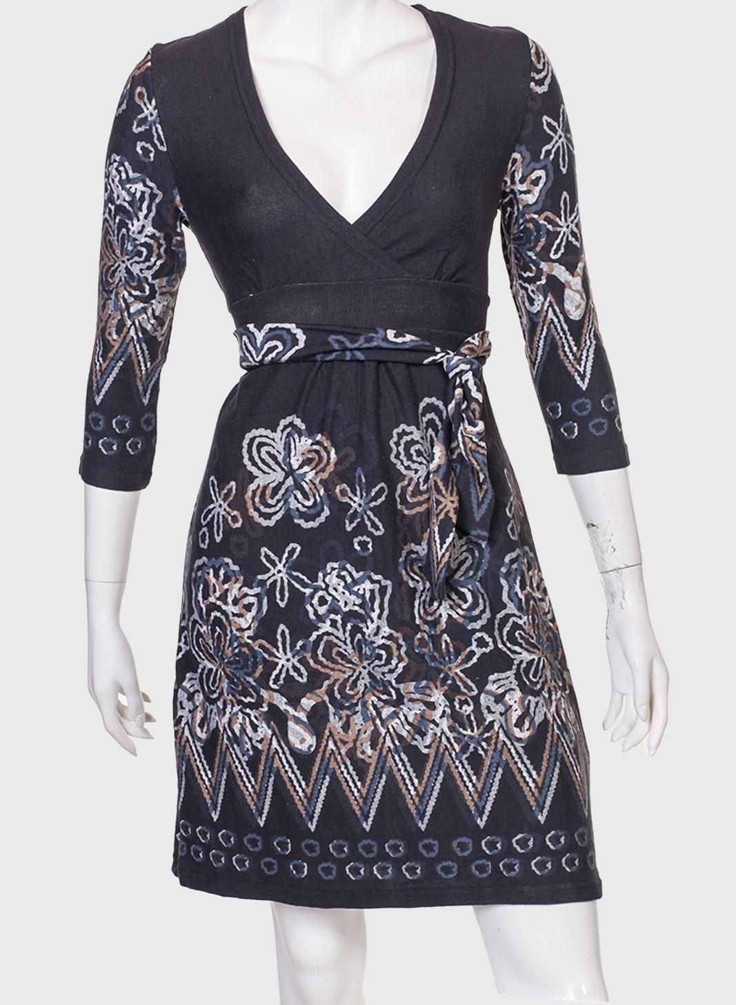 Красивое приталенное платье Coexis