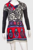Красивое женское платье с оригинальным воротником