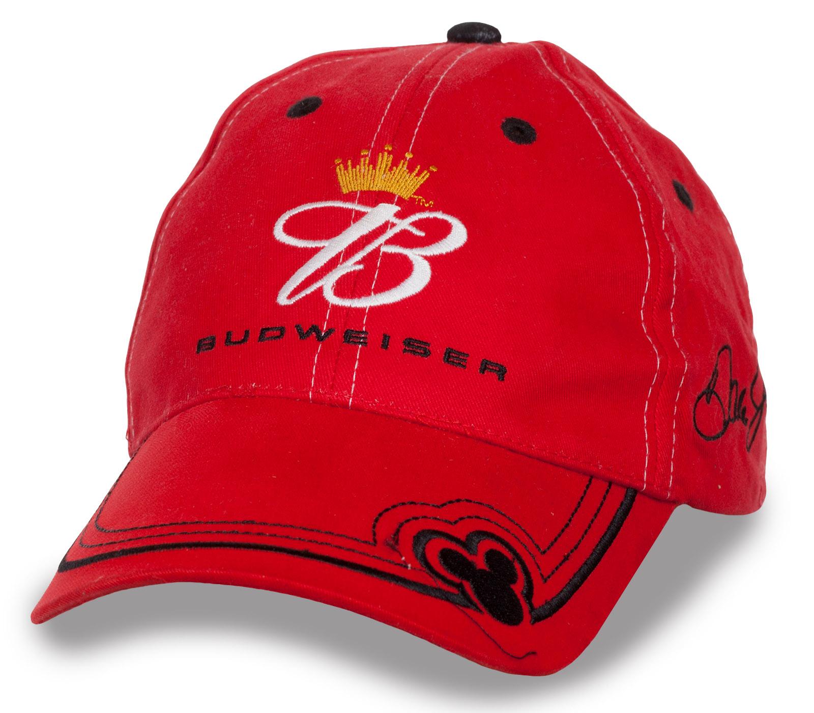 Красная бейсболка Budweiser.