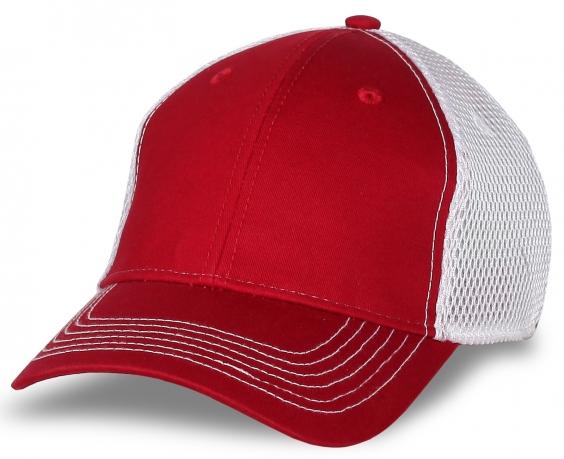 Красная бейсболка для промо-мероприятий