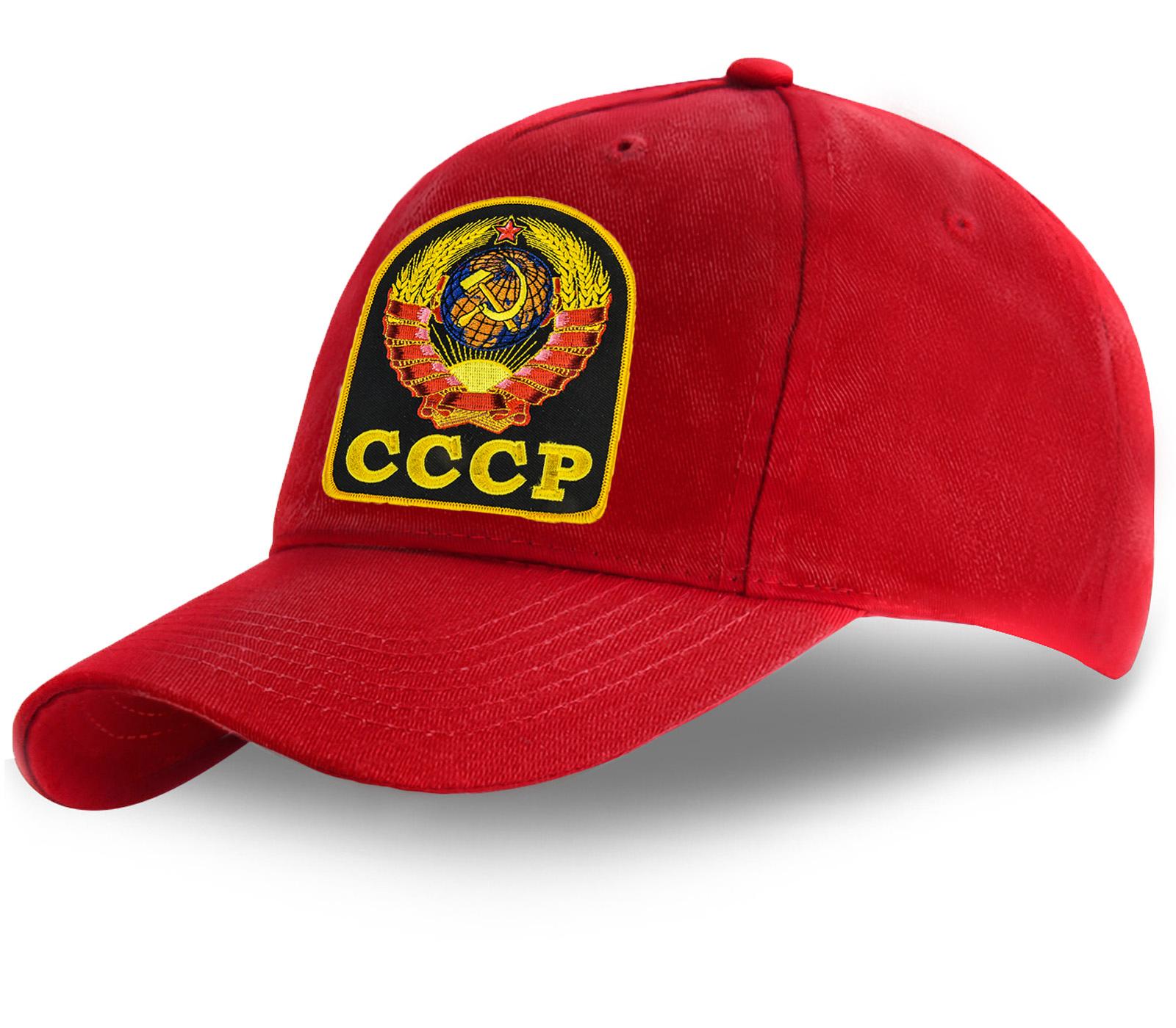 Красная бейсболка с Гербом СССР