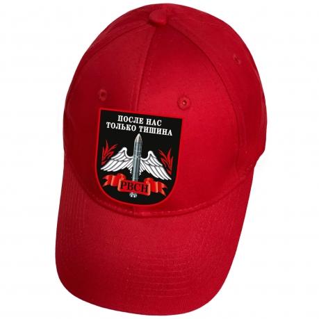 Красная бейсболка с термоаппликацией РВСН