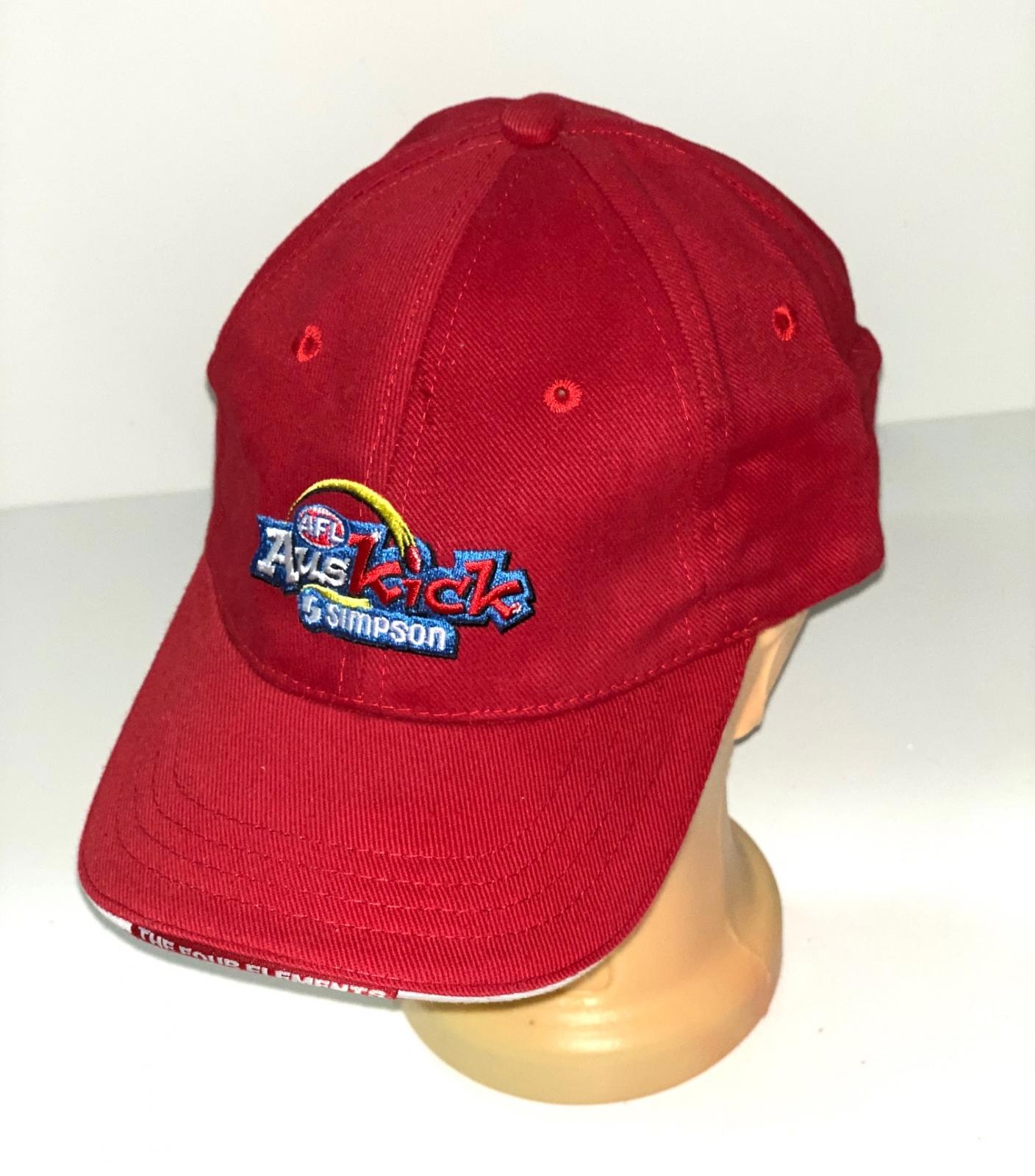 Красная бейсболка с цветной вышивкой