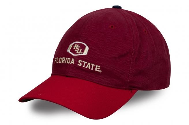 Красная бейсболка с вышитым логотипом
