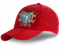 Красная хлопковая бейсболка с принтом символики Победы – универсальный аксессуар 2 в 1 по самой выгодной цене. Такую модель можно и носить, а можно и дарить