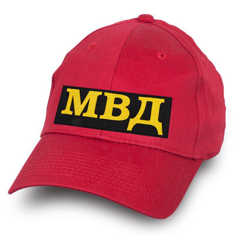 Красная кепка МВД.