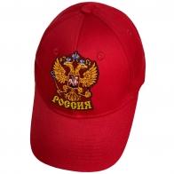 Красная кепка с гербом России