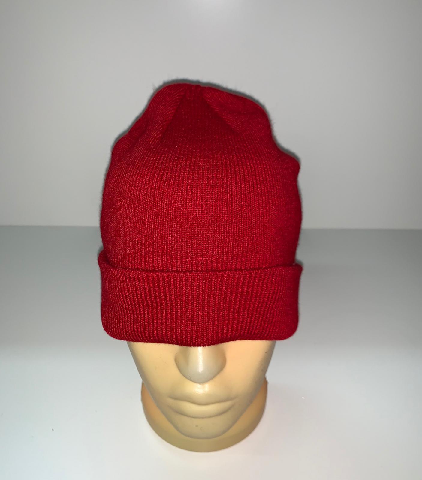 Красная классическая шапка