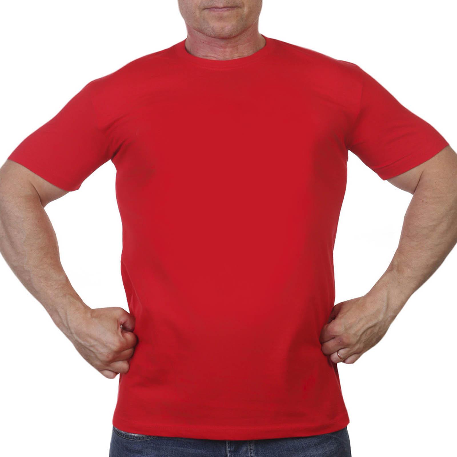 Красная однотонная мужская футболка