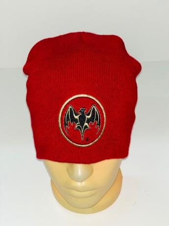 Красная шапка с летучей мышью
