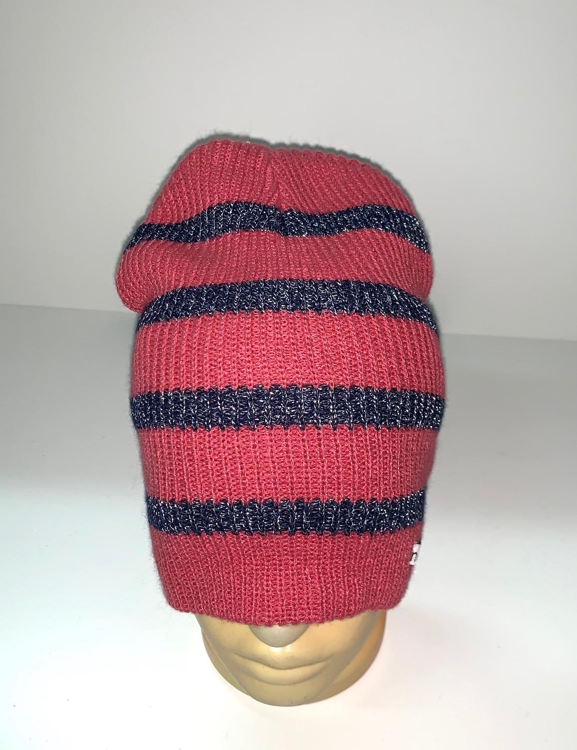 Красная шапка в темную полоску