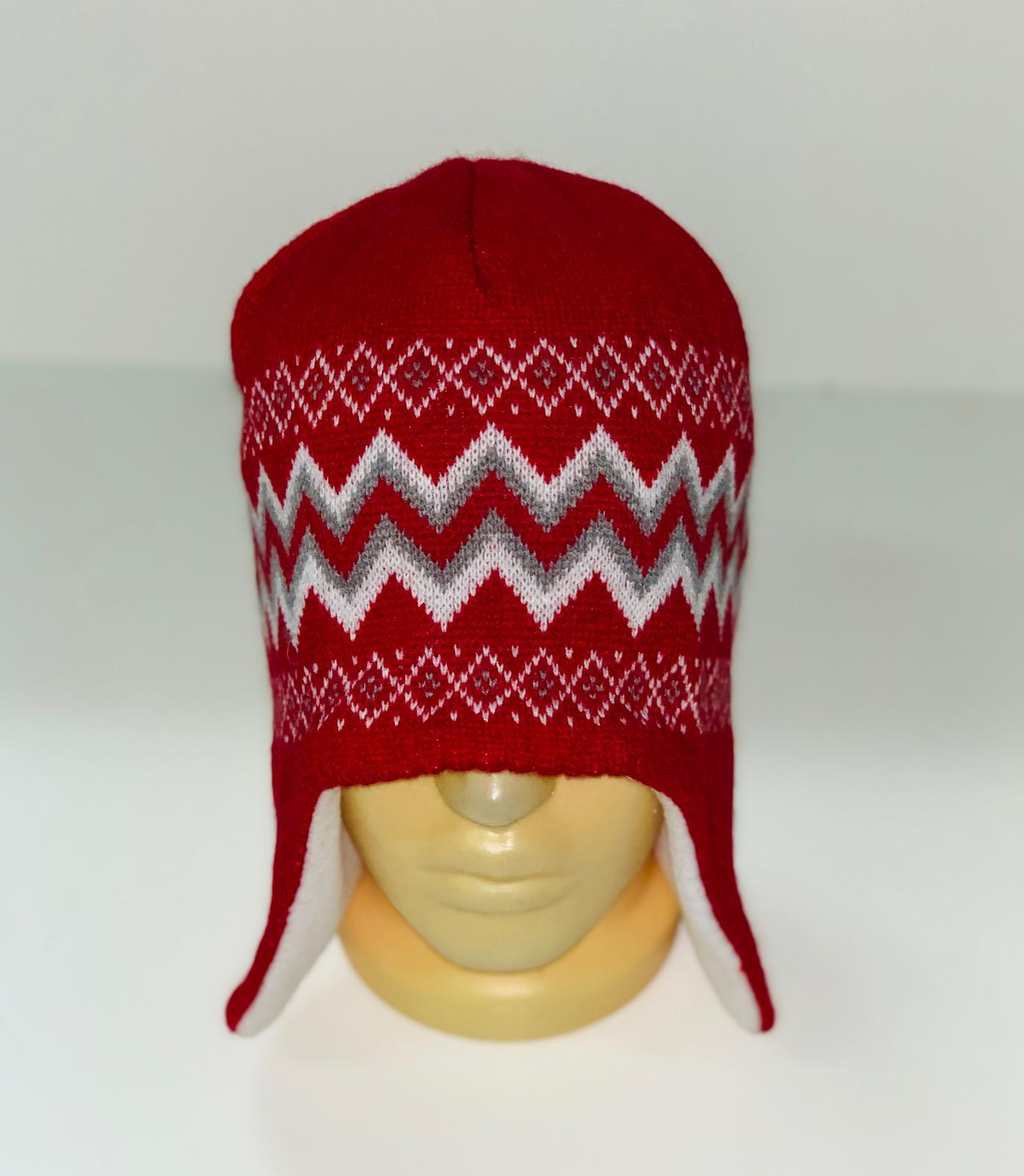 Красная утепленная шапка