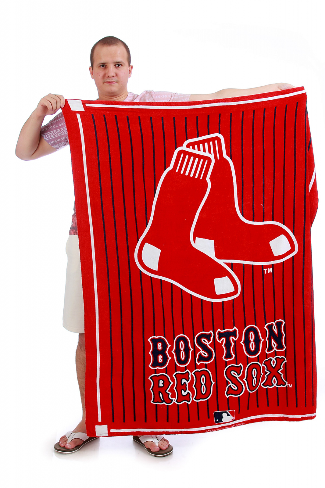 Спортивное красное полотенце с логотипом Boston Red Sox.