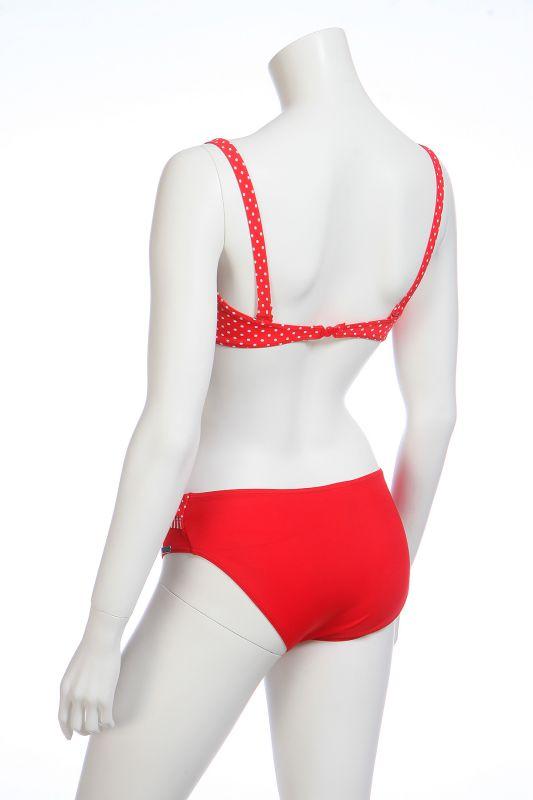 Красный купальник с поясом - вид сзади