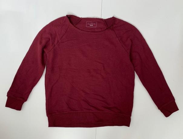 Красный женский свишот от бренда Nollie