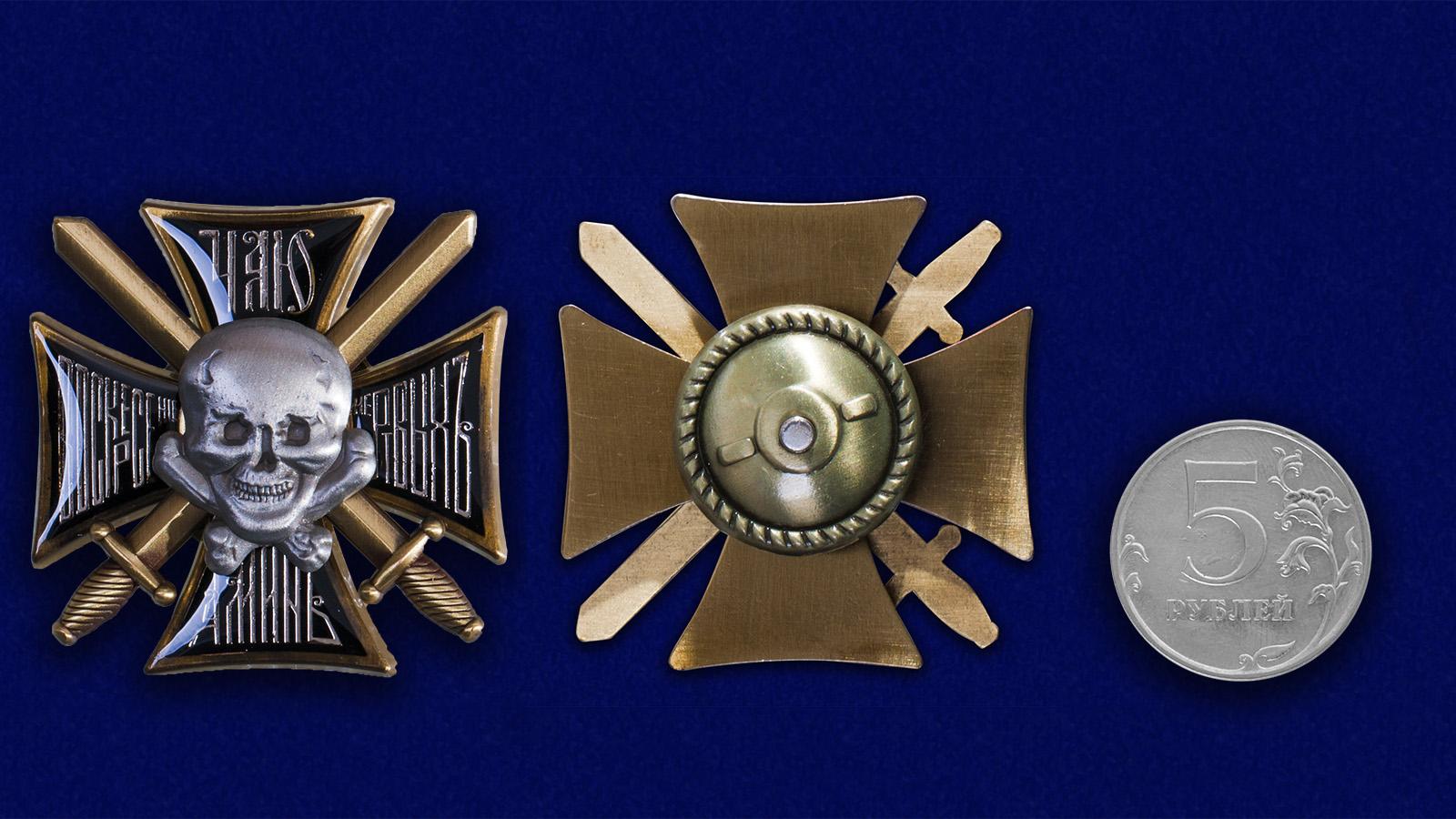 Крест Генерала Бакланова в наградном футляре из флока - сравнительный вид