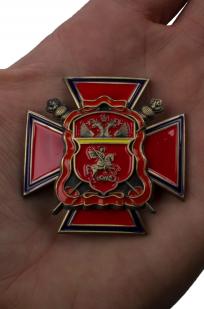 """Крест """"Центрального казачьего войска"""" в нарядном бархатистом футляре - вид на ладони"""