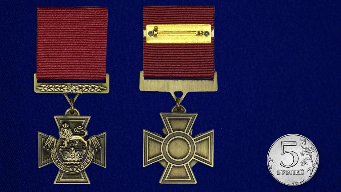 Крест Виктории - сравнительный размер