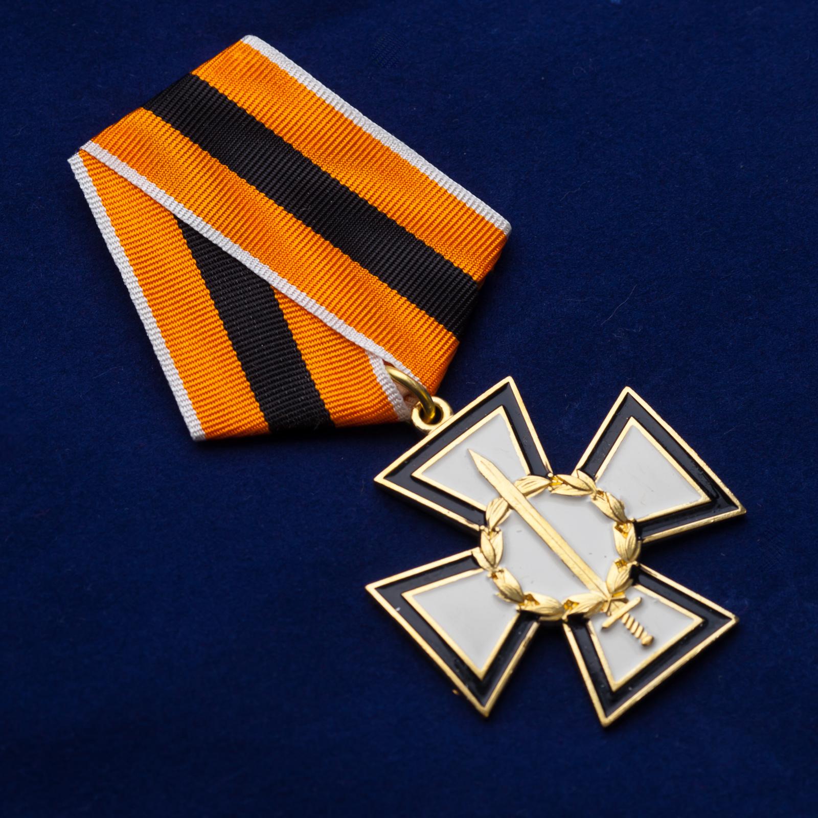 """Крест """"За честь и верность"""" в футляре из бархатистого флока - общий вид"""
