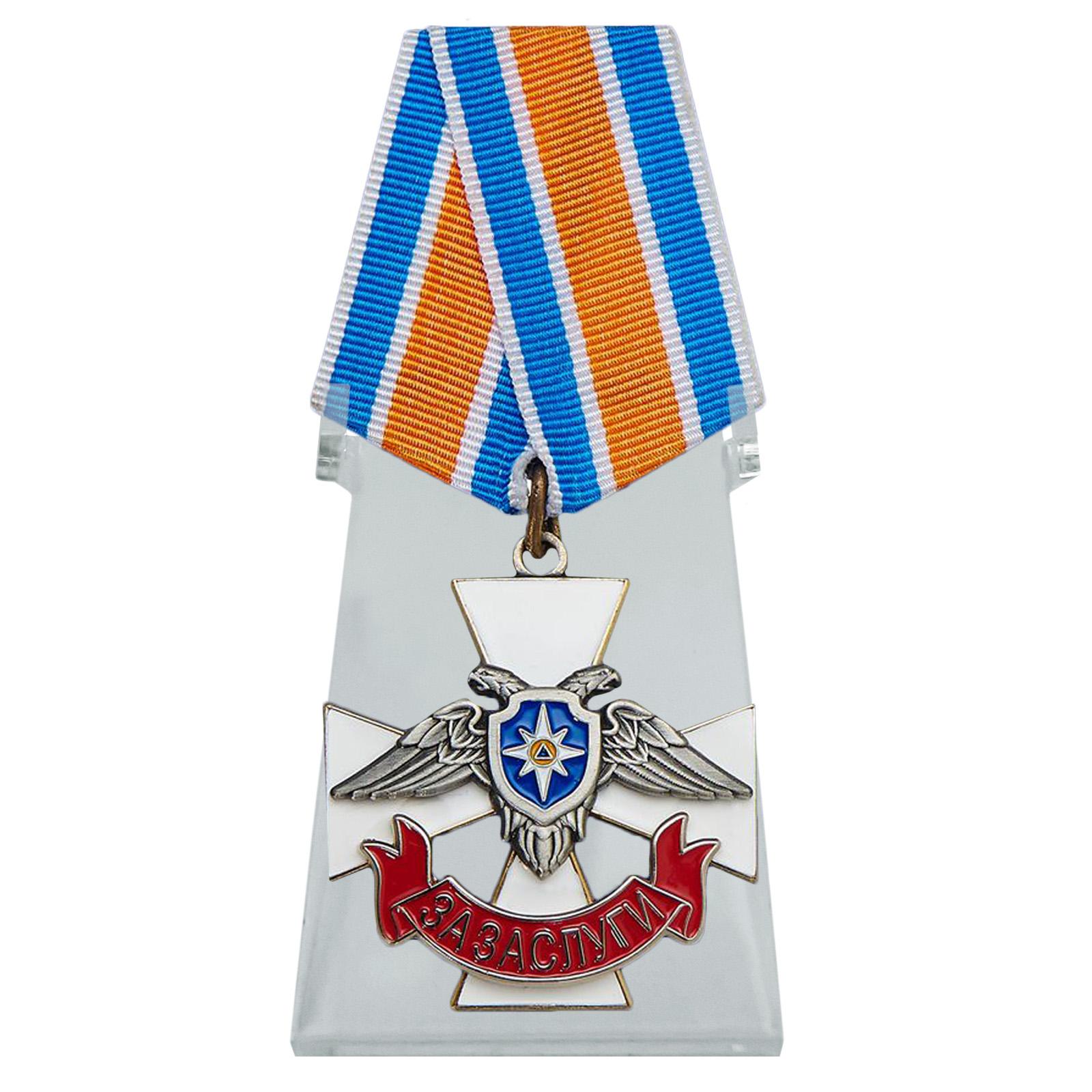 Крест За заслуги МЧС ДНР на подставке