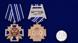 """Крест """"За заслуги перед казачеством"""" 2 степень в нарядном футляре из бордового флока - сравнительный вид"""