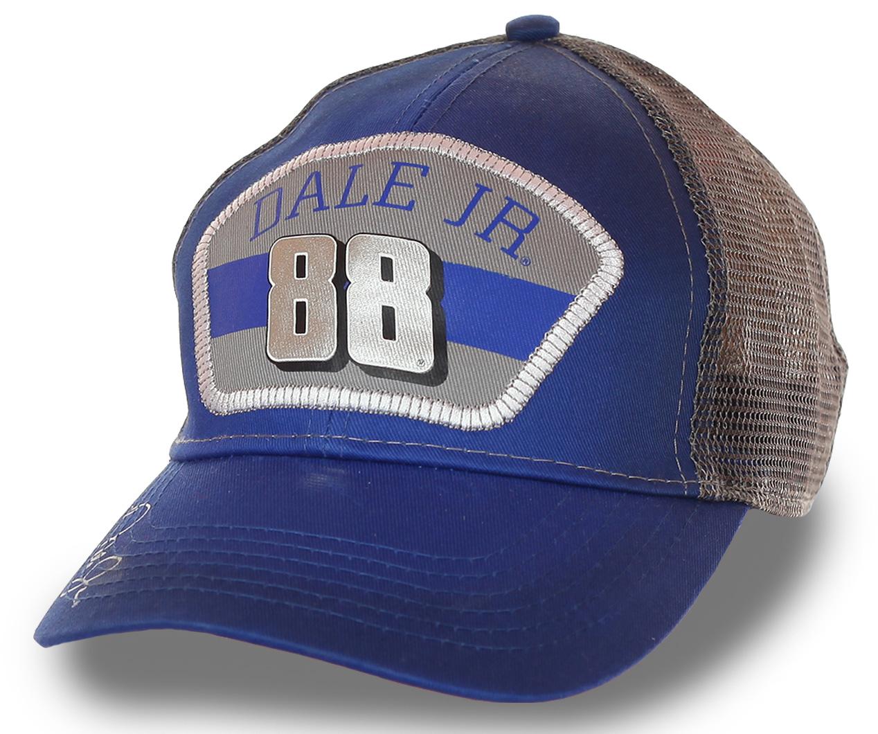 Крутая бейсболка автогонщика, двукратного чемпиона NASCAR и победителя Daytona 500  – Дейла Эрнхардта. Модель с вышитым автографом для неравнодушных к скорости