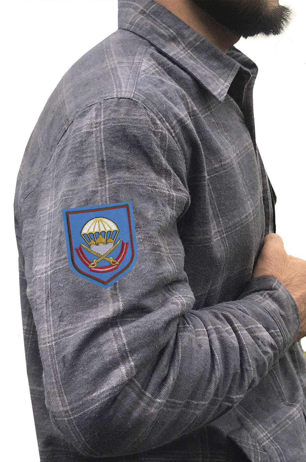 Крутая мужская рубашка с вышитым шевроном 137 ПДП ВДВ - заказать по низкой цене