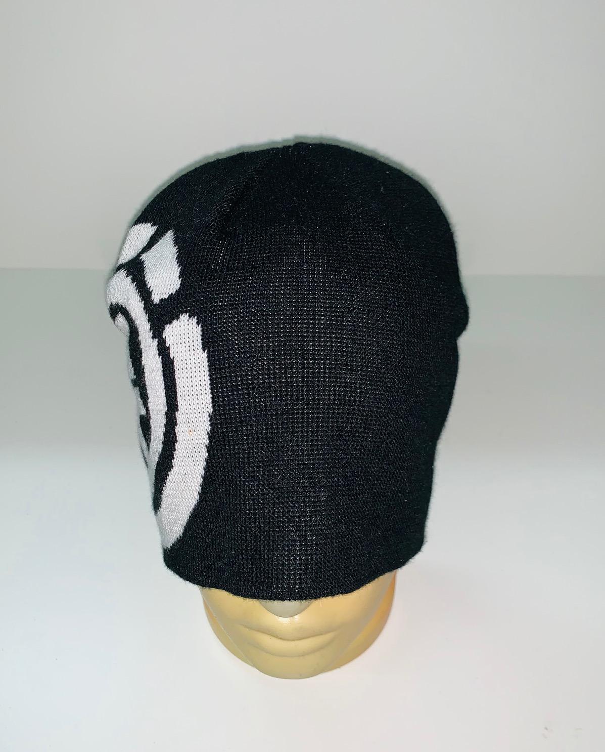 Крутая шапка с белым узором