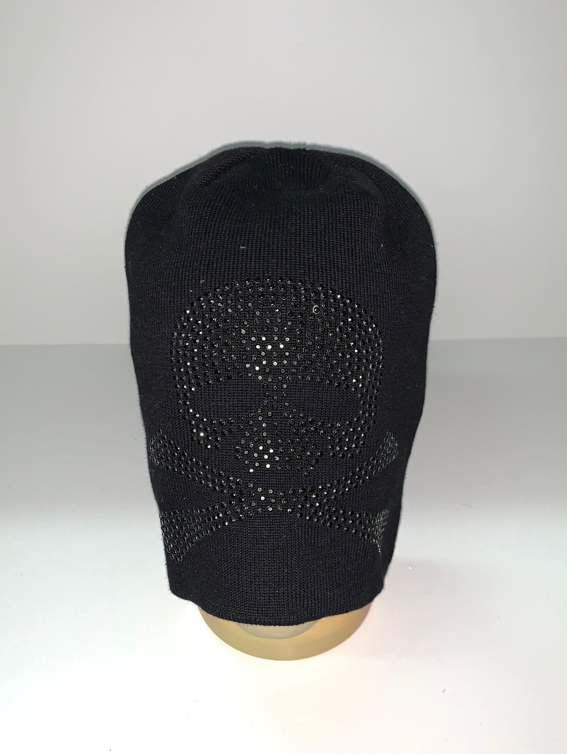 Крутая шапка с черепом