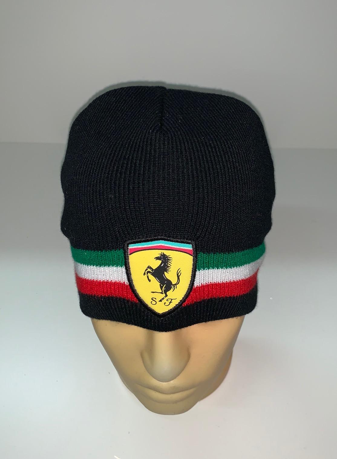 Крутая шапка с тремя цветными полосами