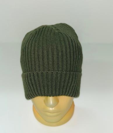 Крутая шапка темно-оливкового цвета