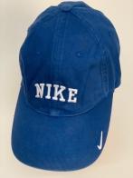 Крутая спортивная бейсболка синего цвета